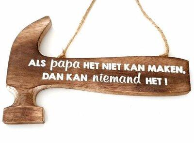Tekst bord hamer: Als papa het niet kan maken kan niemand het