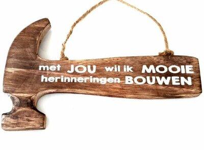 Tekst bord hamer: Met jou wil ik mooie herinneringen bouwen